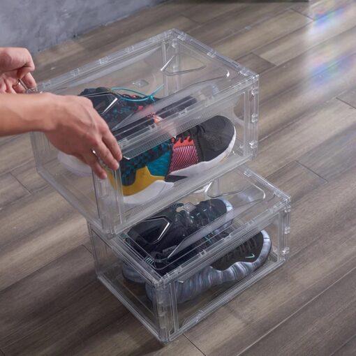 Opbevar og beskyt dine sneakers og sko på en flot og nemt måde med L.A.VIP skobokse. Flot og helt klar skokasse i hård plast materiale